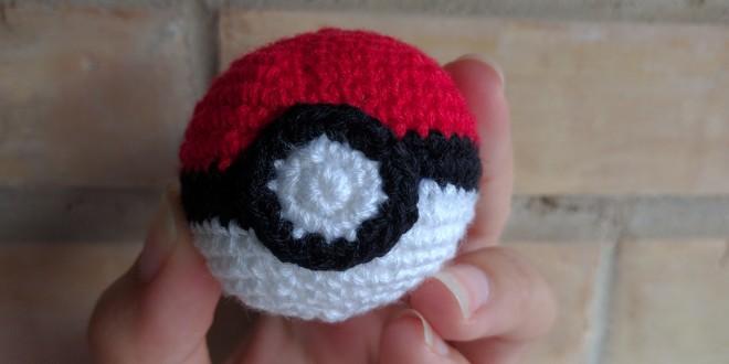 Pokeball de crochet | CrochetyAmigurumis.com