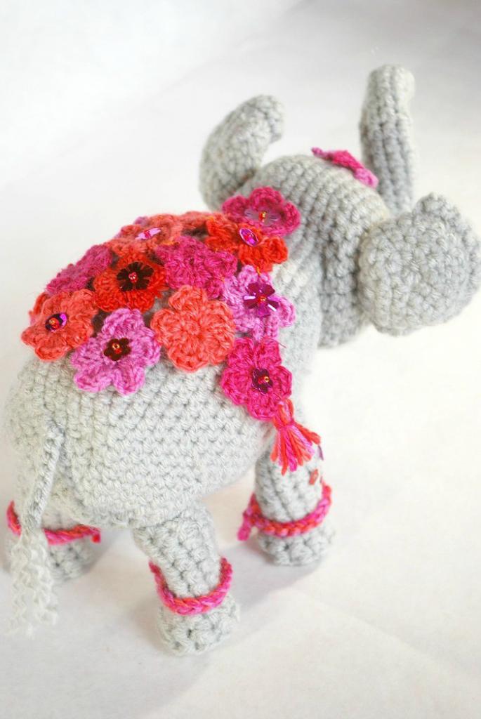 Elefante peluche amigurumi de Two bee patron gratis Elephant Plush ... | 1024x685